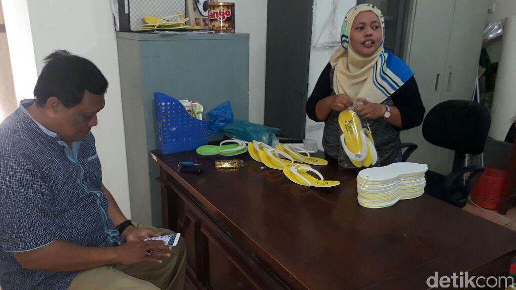 Pembuat Sepatu di Eks Lokalisasi Dolly Beromzet Rp 35 Juta/Bulan