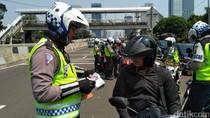 Foto: Pemotor Bandel Ditilang karena Terobos JLNT Casablanca