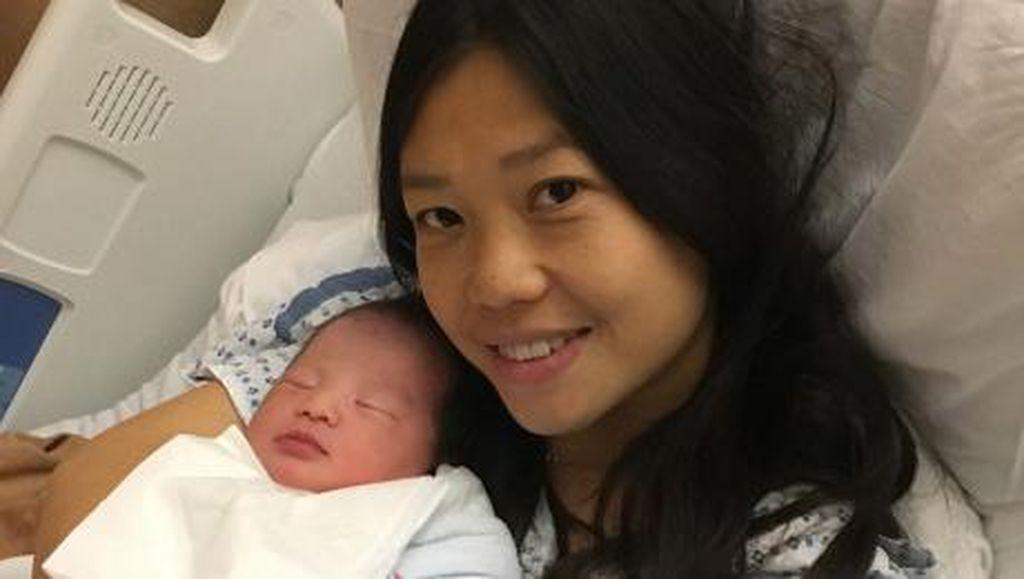 Kisah Haru Istri Polisi yang Melahirkan Bayi 3 Tahun Setelah Suami Meninggal
