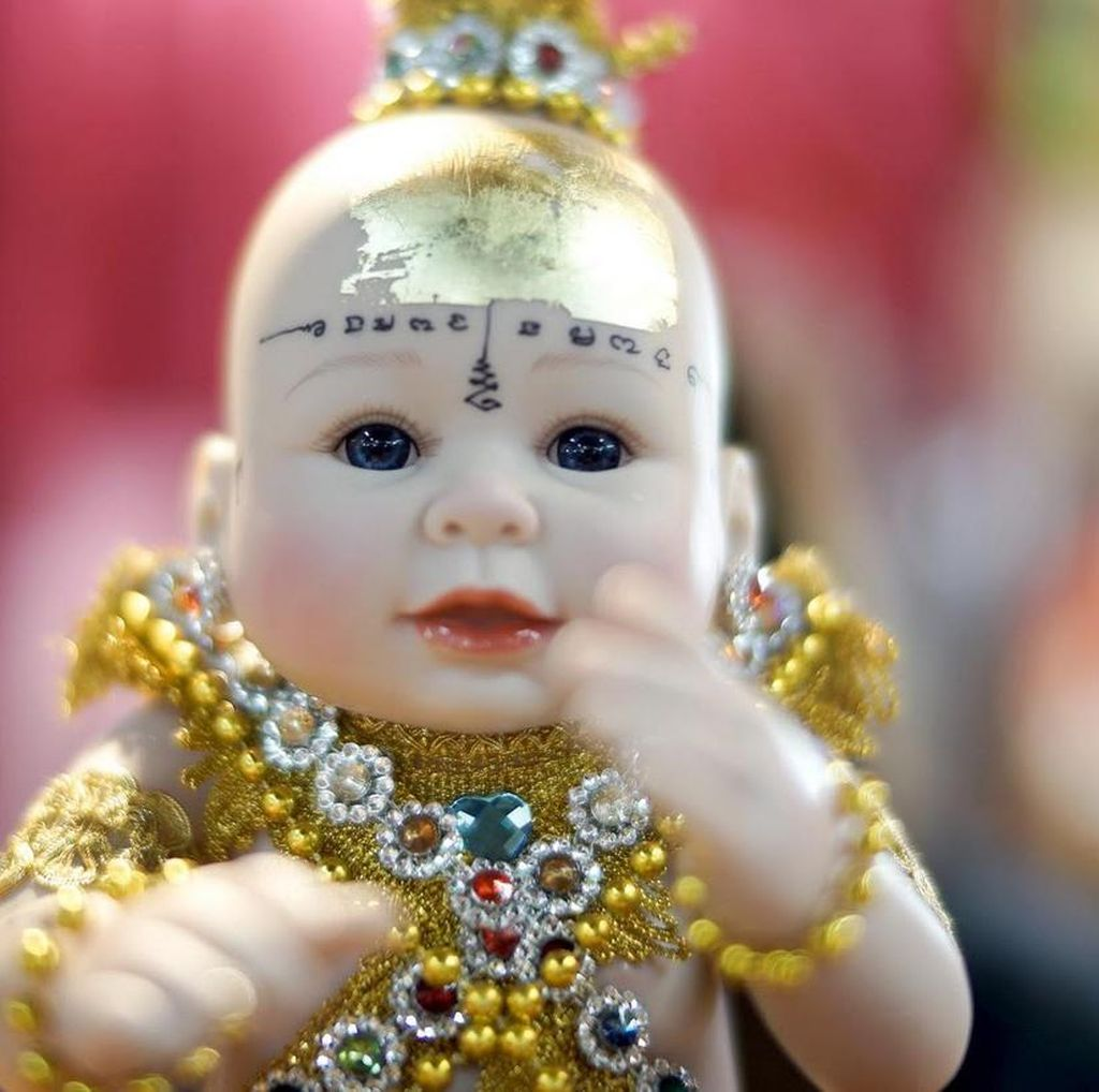 Boneka yang Jadi Jimat dan Dipercaya Bawa keberuntungan