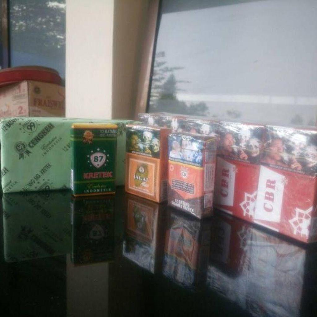 Gudang Penyimpanan Puluhan Ribu Rokok Ilegal di Malang Digerebek