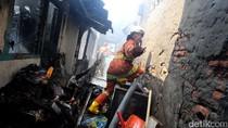 Kebakaran di Kramat Hanguskan 18 Rumah