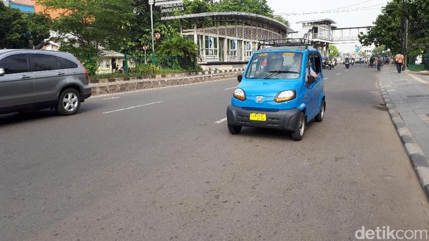 Bajaj Qute ini disosialisasikan mulai mengaspal di Jakarta.