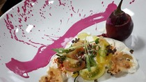 Menikmati Hidangan Prancis Artistik dengan Paduan Bahan Makanan Lokal