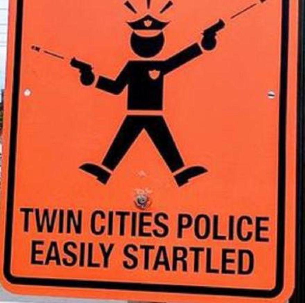Rambu-rambu Misterius Polisi Mudah Terkejut Muncul di AS