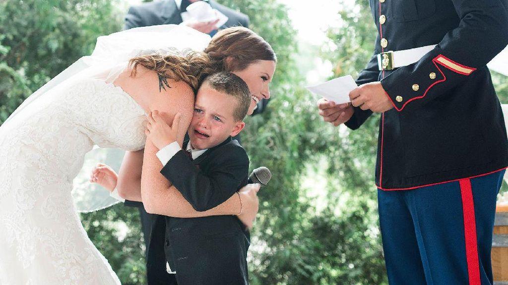 Viral, Tangis Haru Bocah Saat Peluk Calon Ibu Tirinya di Hari Pernikahan