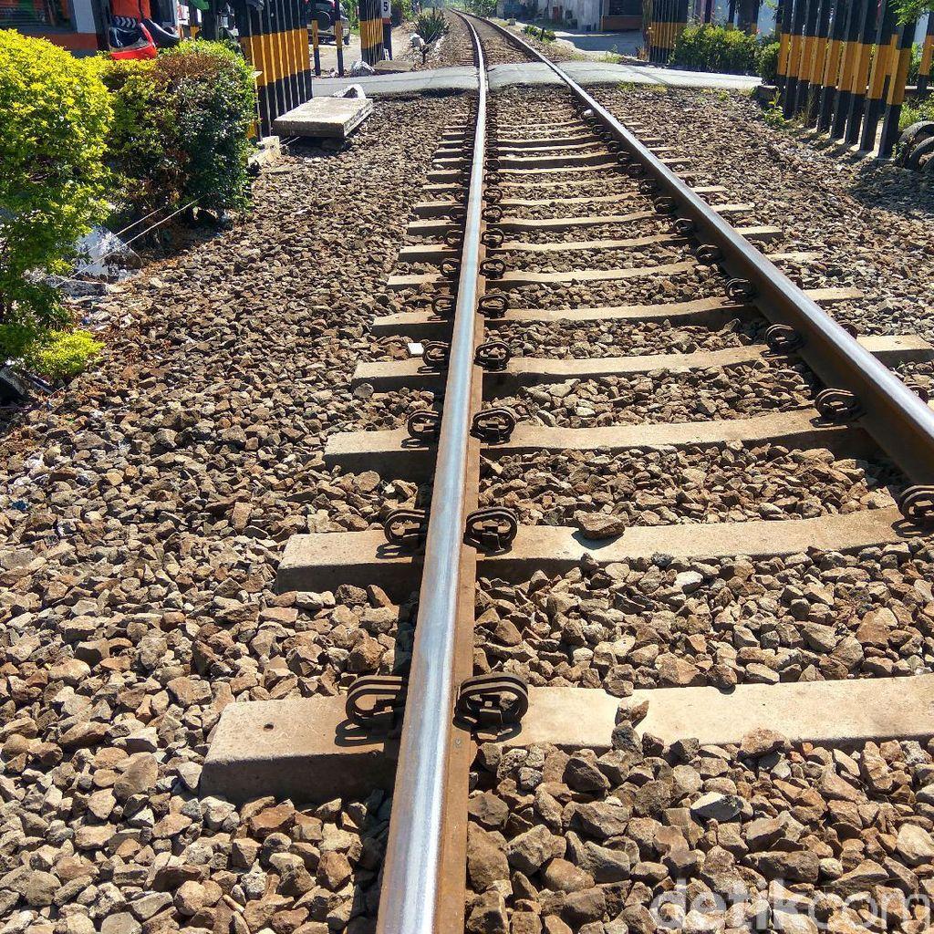 Jalur Rel di Sidoarjo Terkelupas, 4 Kereta Tertahan di Tiga Stasiun