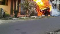 Pikap Muat 200 Liter Pertalite Ludes Terbakar