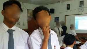 Siswa Merokok di Kelas