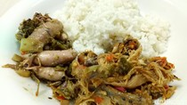 Ayam Jerit: Jeritan Sedap Suwiran Ayam Kampung dan Cumi Berbalut Cabe