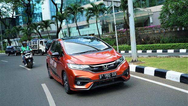 Mencoba Honda Jazz di kawasan SCBD Jakarta