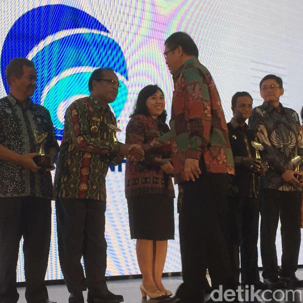Bangun Infratruktur, Teluk Wondama Raih Penghargaan Kominfo