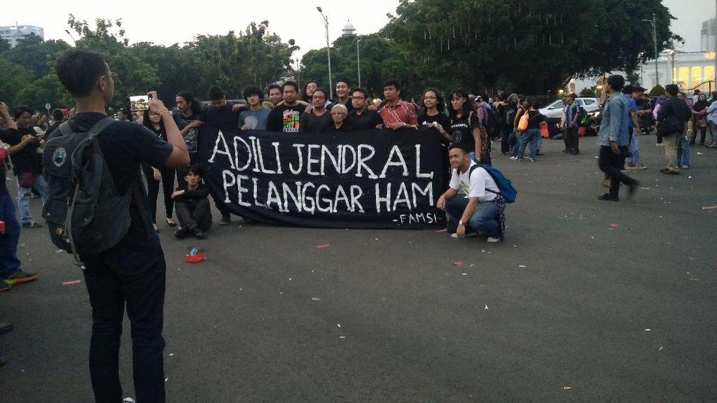 Aksi Kamisan ke-500, Ratusan Anak Muda Tagih Penuntasan Kasus HAM
