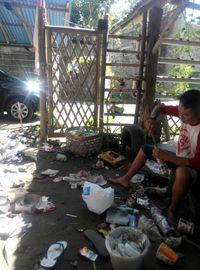 Sampah dari rumah keluarga Josh dan sampah tamu yang tinggal di FiliStay/Bamboo Bottle Homestay tidak dibuang, tapi dikelola menjadi ecobricks (dok Josh Handani/Rumah Inspirasi Jogja)