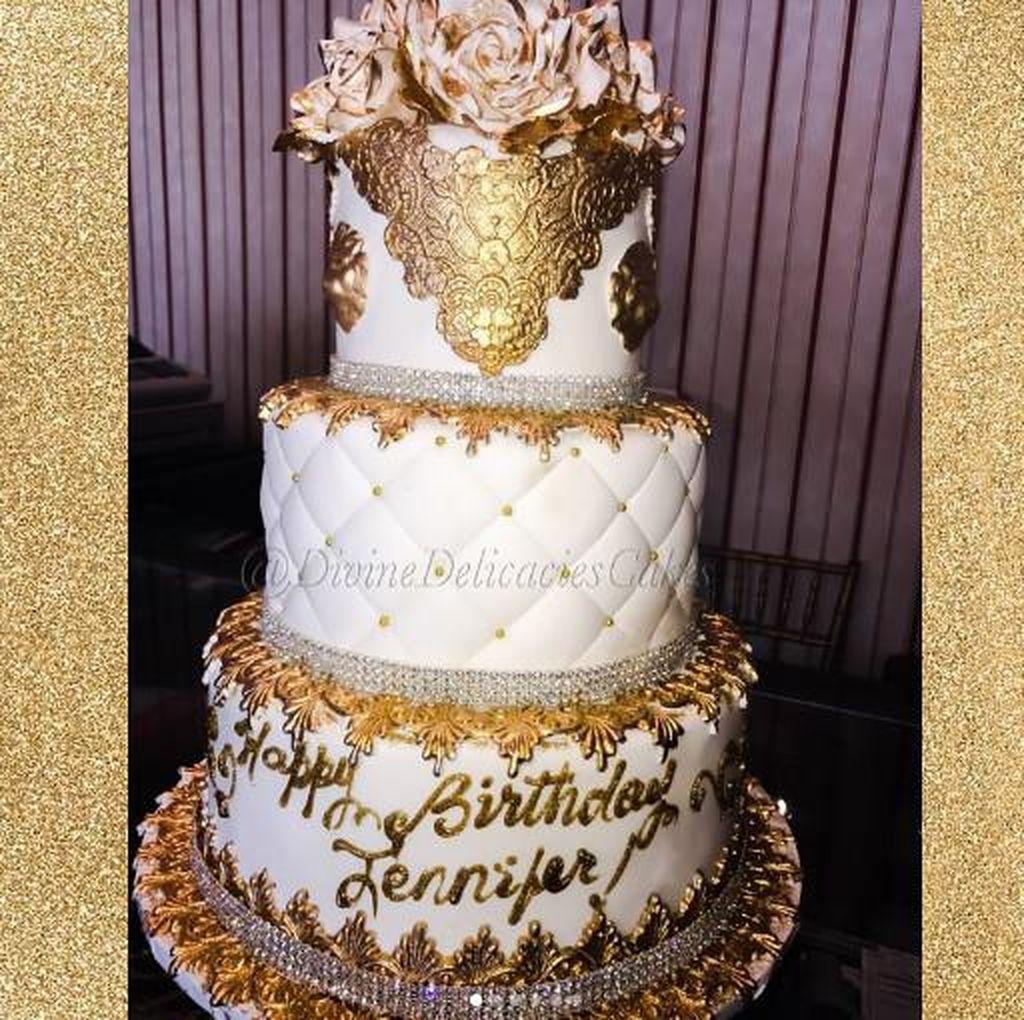 Mewahnya Kue Ulang Tahun JLo Setinggi 6 Tingkat dengan Taburan 10.000 Swarovski