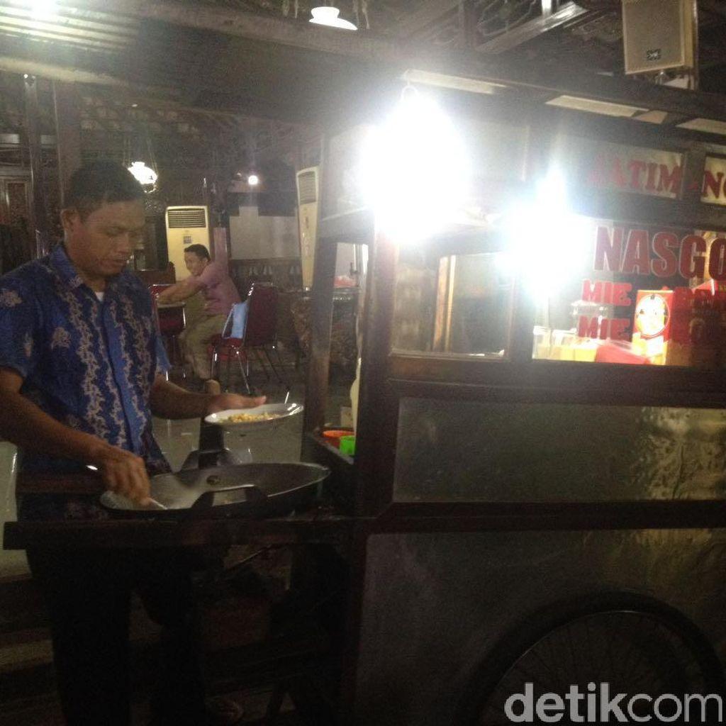 Rezeki Tukang Nasi Goreng Berkat SBY-Prabowo