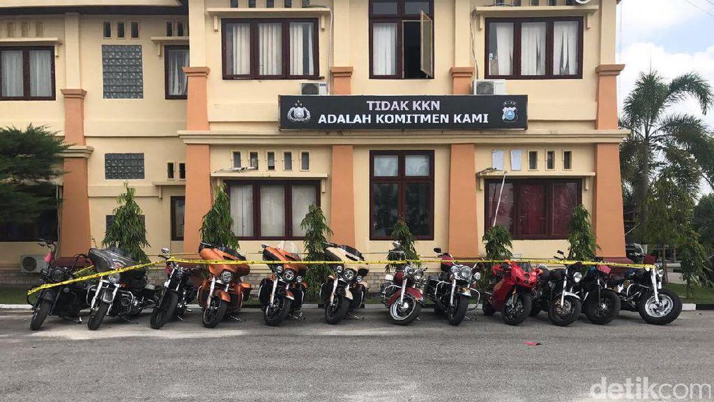 Belasan Moge Harley dan Ducati Berdokumen Palsu Disita