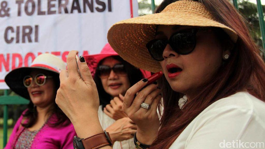 Aksi Perempuan Dukung Perppu Ormas