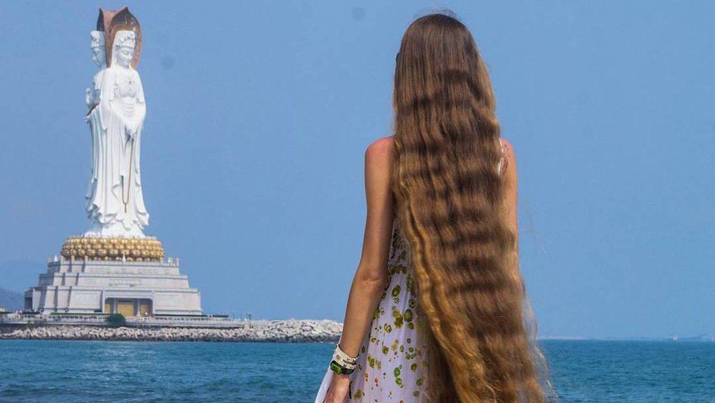 Wanita Ini Tak Potong Rambut 14 Tahun, Panjangnya Seperti Rambut Rapunzel