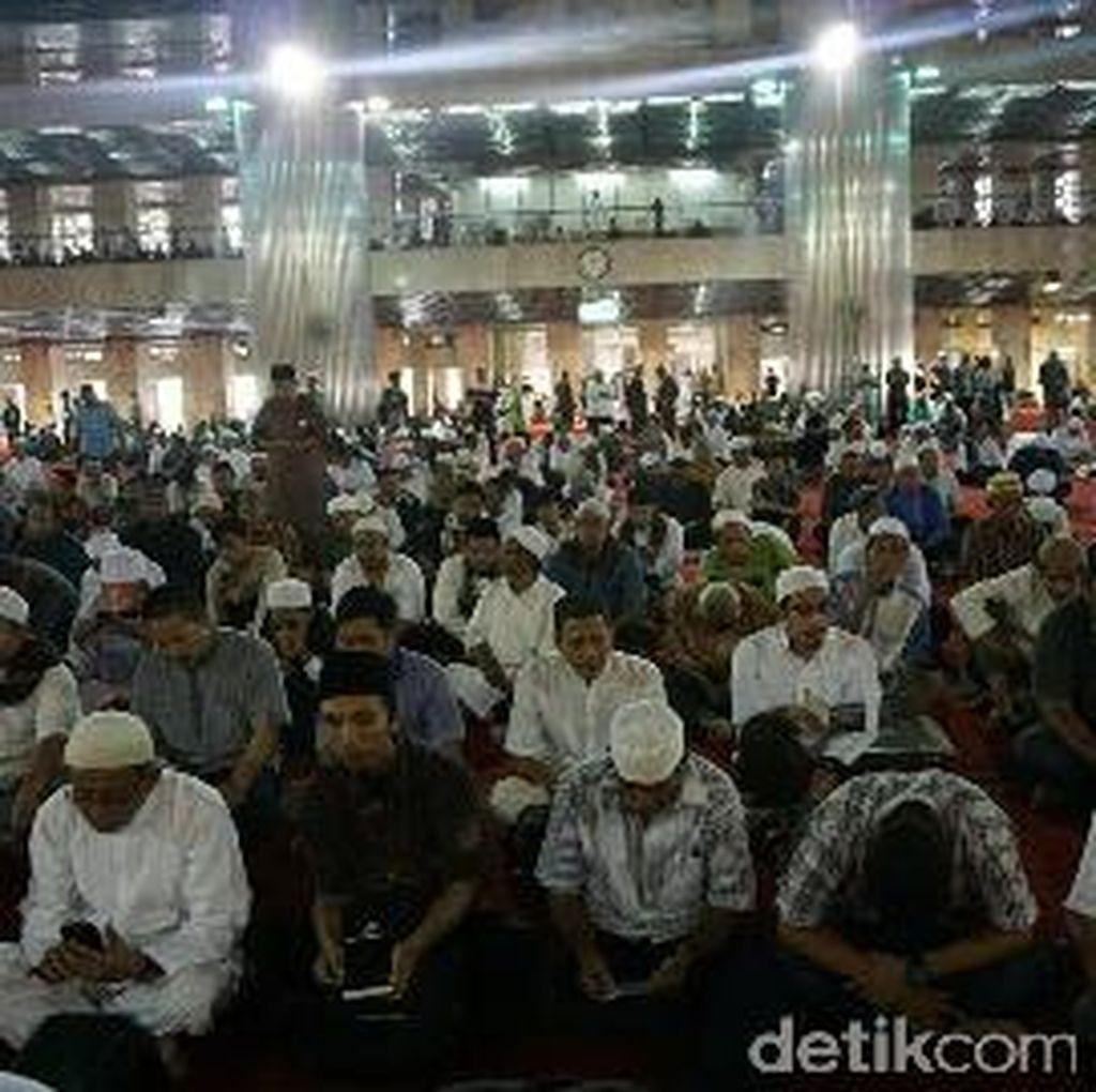Foto: Massa Aksi 287 Salat Jumat di Masjid Istiqlal