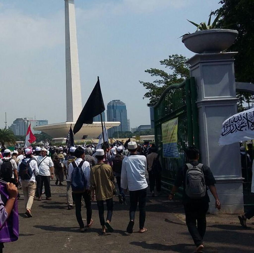 Bergerak ke MK, Massa Aksi 287 Lintasi Monas