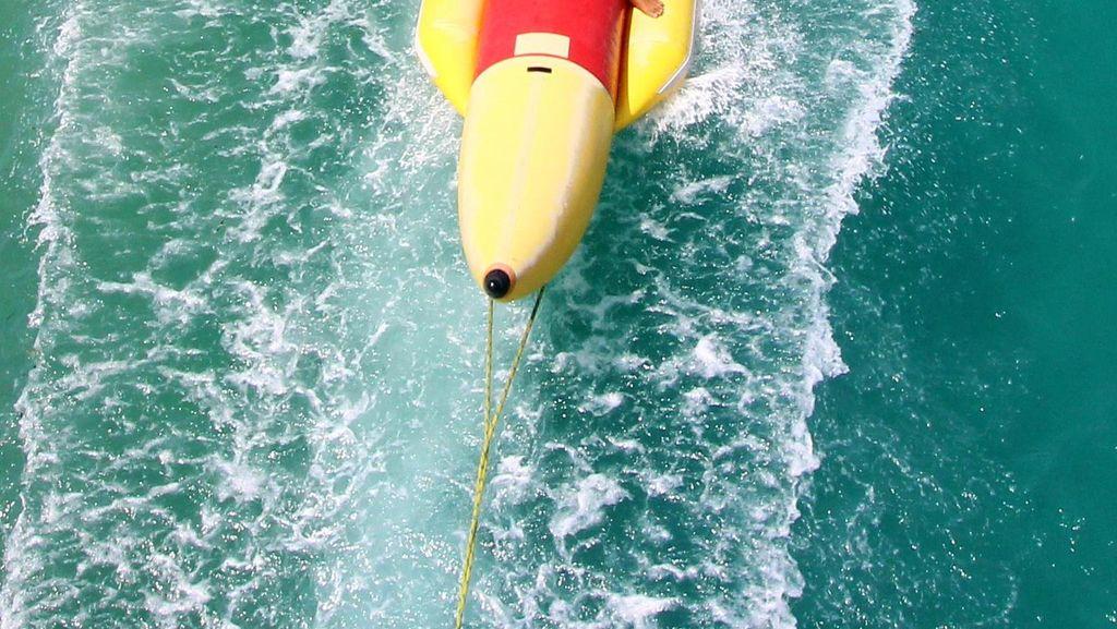 Menikmati Banana Boat Pulau Tidung