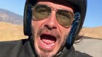 Nikmati Jalanan Luar Kota, David Beckham Naik Moge Sambil Selfie