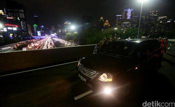 Mobil-mobil Pertama yang Lewati Simpang Susun Semanggi