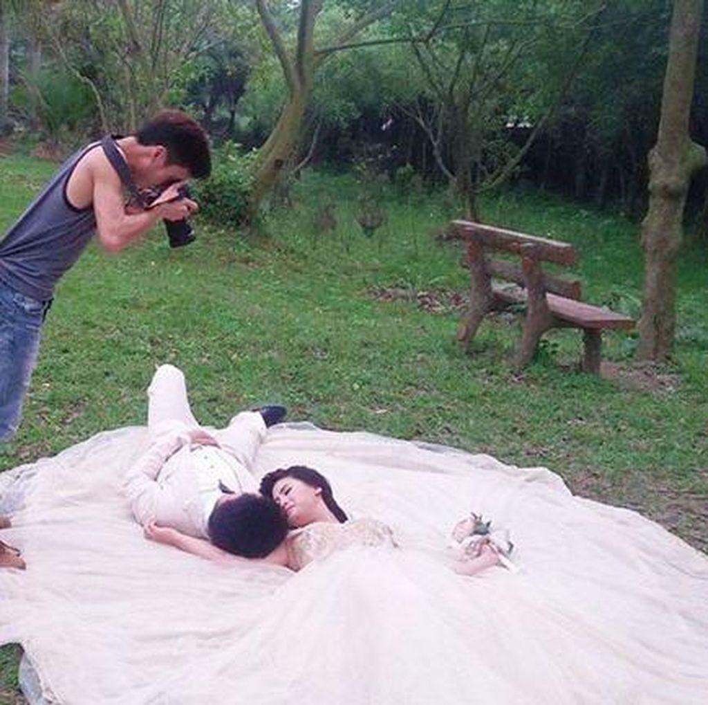 Bikin Ngakak, Perjuangan Fotografer Jepret Prewed Keren