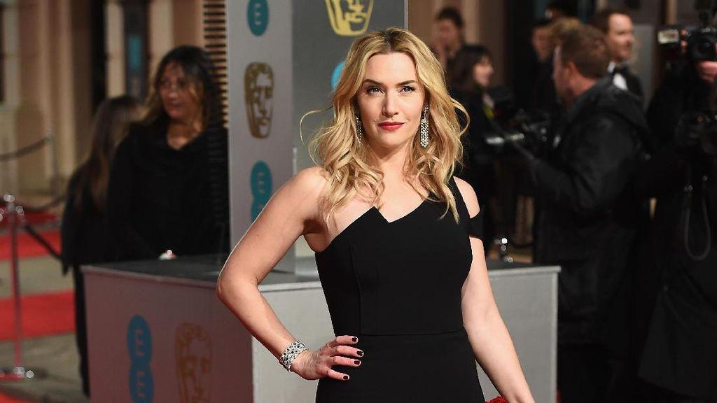 Foto: 10 Gaya Kate Winslet Tampil Mempesona dengan Gaun malam
