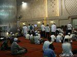 Massa Aksi 287 Mulai Berkumpul di Masjid Istiqlal