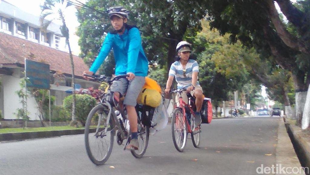 Bersepeda, Dua Mahasiswa Kampanyekan Selamatkan Gunung Slamet