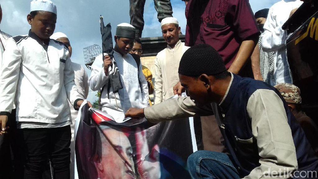 Kecam Tragedi Al-Aqsa, Foto PM Israel Dibakar Demonstran Solo