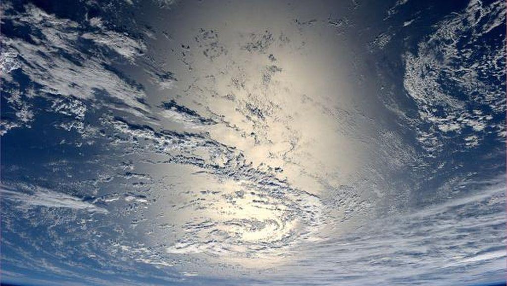 Potret Bumi Bulat Dilihat dari Angkasa