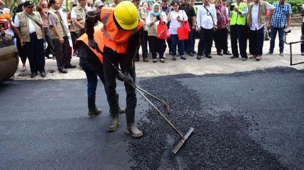 Pemerintah Jokowi Sukses Sulap Sampah Plastik Jadi Aspal