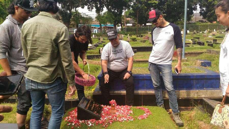 Rutin, Cast Warkop DKI Reborn Ziarah ke Makam Dono dan Kasino