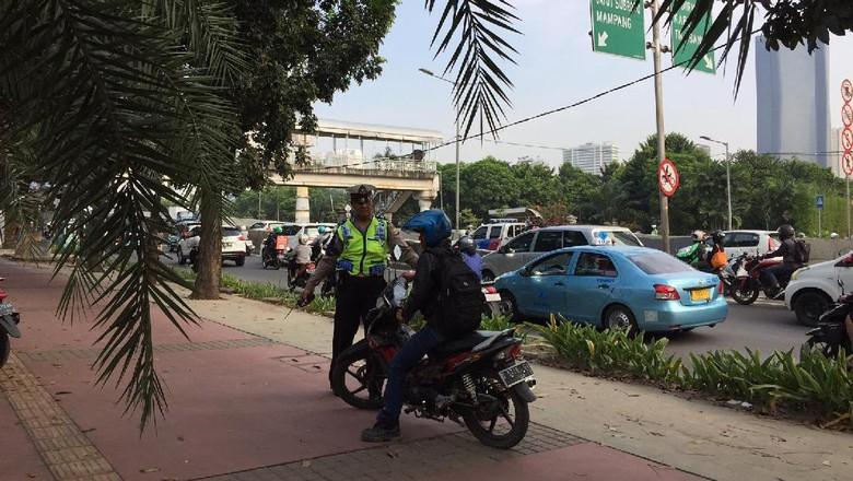 Target Tertibkan Titik di Bulan - Jakarta Pemerintah Provinsi DKI Jakarta mencanangkan bulan Agustus jadi Bulan Tertib Pemerintah Kota Jakarta Timur menargetkan titik trotoar