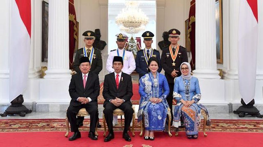 Cinta Kain Indonesia, Istri Jokowi dan Jusuf Kalla Stylish Berbatik Biru