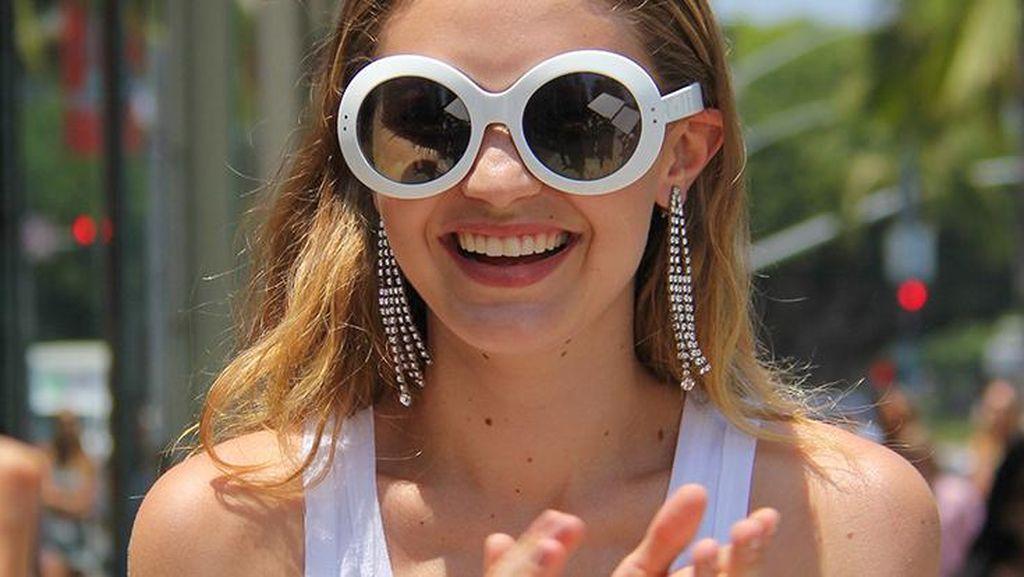 Ini Jenis Kacamata yang Lagi Tren di 2017, Dipakai Gigi Hadid dan Rihanna