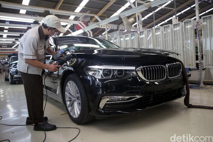 Melihat Proses Perakitan BMW Seri 5 di Sunter