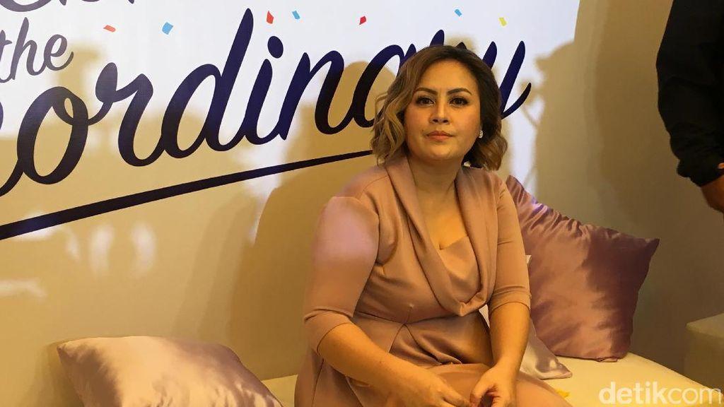 Bawa Terbang Si Kembar ke Singapura, Cynthia Lamusu Sempat Cemas
