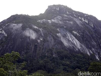 Misteri Batu Raksasa di Kalimantan