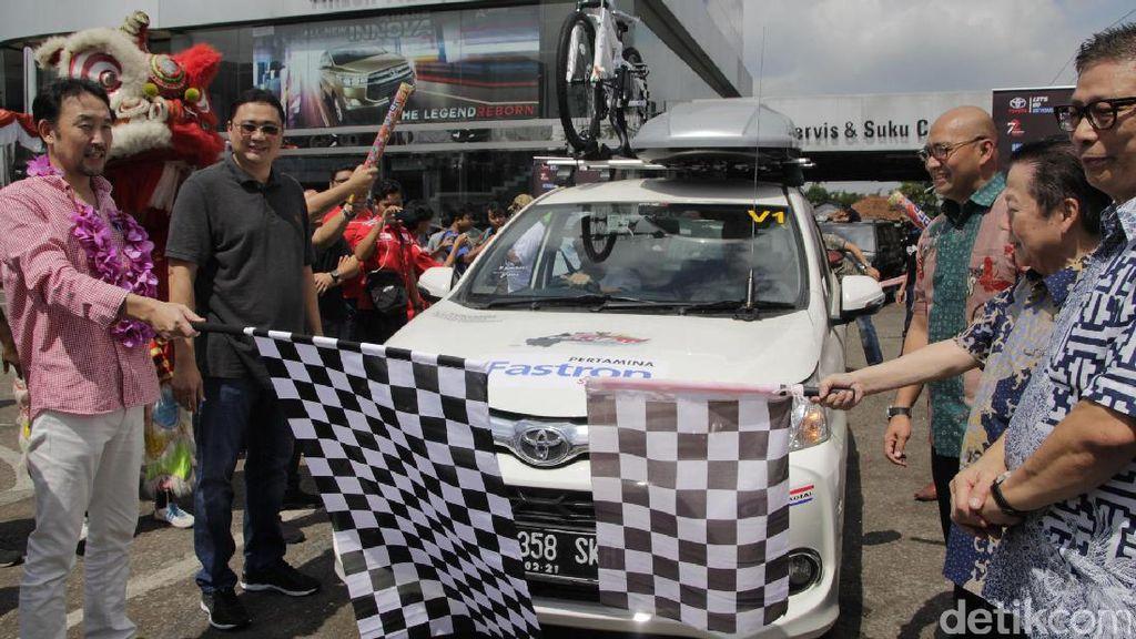 Mobil Toyota Siap Jelajahi Tiga Negara