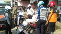 Parkir di Trotoar, 20 Kendaraan di Pasar Minggu Dicabut Pentilnya