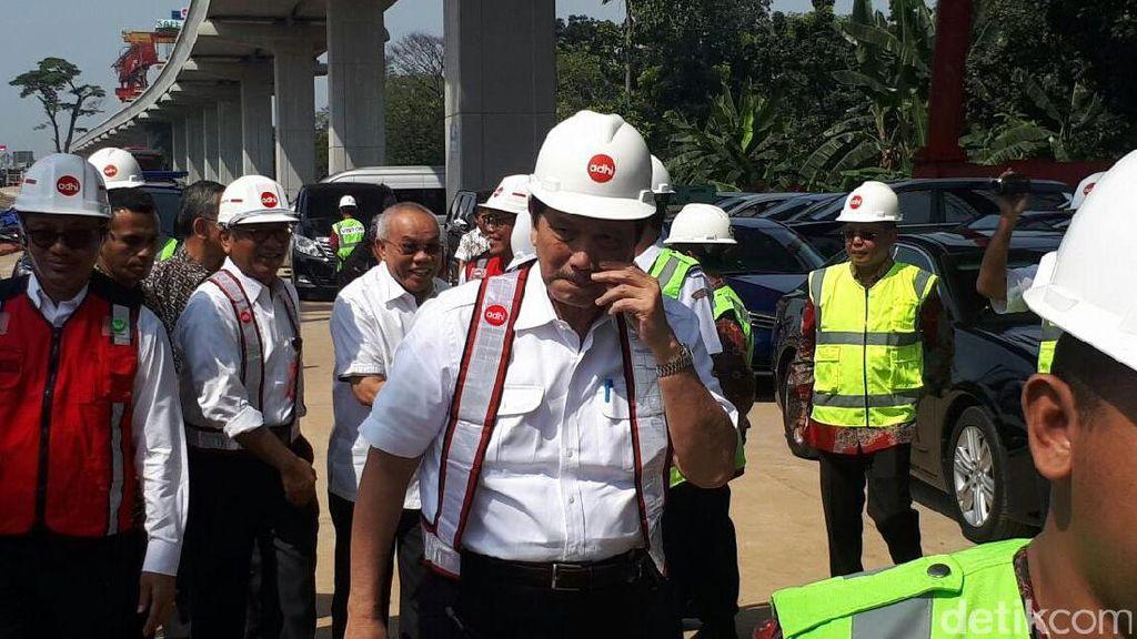 Pembangunan LRT Bikin Jakarta Macet, Luhut: Kami Minta Maaf