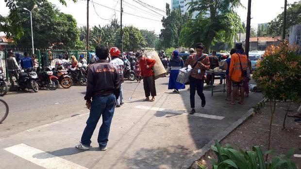 PKL Balik Lagi ke Trotoar Jatibaru Usai Ditertibkan, Ini Buktinya