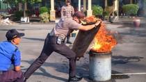Musim Kemarau, Polisi dan PMK Kediri Berlatih Pemadaman Kebakaran