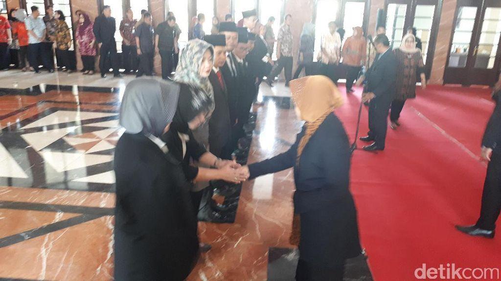11 Pegawai Pemkot Surabaya Dilantik, Ini Kebiasaan Risma
