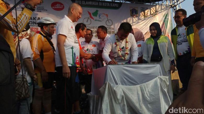 Gowes Bareng Sandiaga, Menpora Bahas Hari Bersepeda