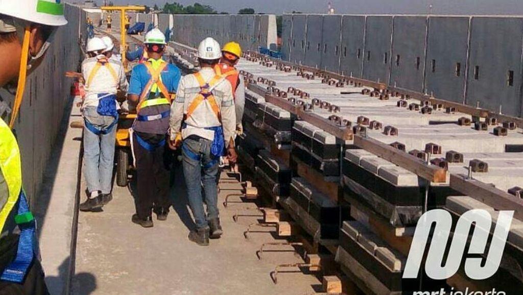 Rel MRT Jakarta Mulai Dipasang